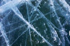 Ghiaccio del Baikal Crepe nel ghiaccio di Baikal Crepe di Baikal Crepe del ghiaccio Natura di Baikal immagini stock