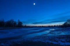 Ghiaccio del fiume del paesaggio di notte Fotografie Stock Libere da Diritti