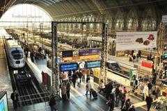 GHIACCIO del treno di velocità. Stazione ferroviaria di Francoforte Fotografia Stock Libera da Diritti
