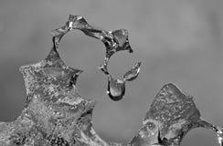 Ghiaccio di fusione astratto con fondo grigio Immagini Stock