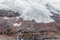 Ghiaccio di fusione sulla cima della montagna Fotografia Stock