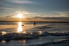 Ghiaccio di Sylvan Lake Sunset Over The Fotografia Stock Libera da Diritti
