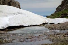 Ghiaccio e neve che si fondono in Pirenei Fotografie Stock Libere da Diritti