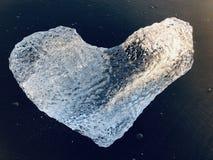 Ghiaccio in forma di cuore fotografie stock