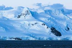 Ghiaccio, neve e montagne antartici Immagini Stock Libere da Diritti