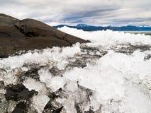 Ghiaccio-Rompa nel lago Laberge, il territorio di Yukon, Canada immagini stock libere da diritti