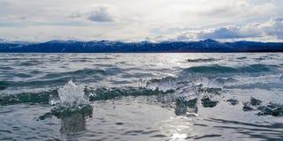 Ghiaccio-Rompa nel lago Laberge, il territorio di Yukon, Canada fotografia stock