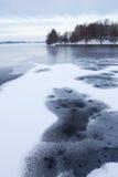 Ghiaccio sottile nel lago immagine stock