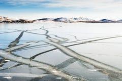 Ghiaccio sul lago congelato immagini stock
