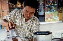 Ghiaccio tailandese dello scorrevole dell'uomo Fotografia Stock Libera da Diritti