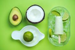 Ghiaccioli dell'avocado, della noce di cocco e della calce fotografie stock libere da diritti