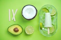 Ghiaccioli dell'avocado, della noce di cocco e della calce fotografia stock libera da diritti