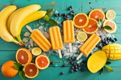 Ghiaccioli della banana del mango su ghiaccio Fotografie Stock