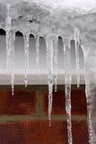 Ghiaccioli di inverno e neve bianca Fotografia Stock Libera da Diritti