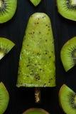 Ghiacciolo con il kiwi Immagine Stock