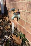 Ghiacciolo sul rubinetto esterno, ghiaccio sulla spina Immagini Stock Libere da Diritti