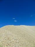 Ghiaia verso cielo blu Immagine Stock