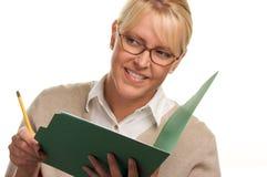 Ghignare donna con la matita ed il dispositivo di piegatura Fotografia Stock Libera da Diritti