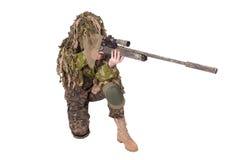 ghillie衣服的被伪装的狙击手 免版税库存图片
