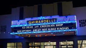 Ghiradelli no quarto San Diego de Gaslamp na noite - Califórnia, EUA - 18 de março de 2019 filme
