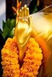 Ghirlanda del fiore per culto il Buddha Immagine Stock