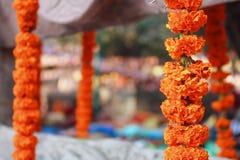 Ghirlanda del tagete al tempio Bodhgaya India di Mahabodhi Immagine Stock