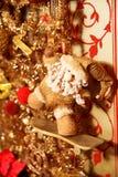Ghirlanda dell'oro di Natale con Santa sul pattino Fotografia Stock