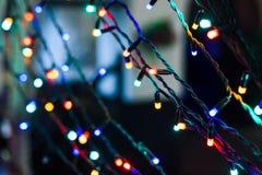 Ghirlanda di Natale con le luci variopinte Immagini Stock Libere da Diritti