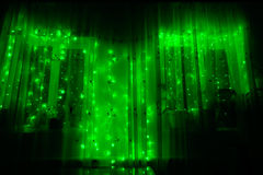 Ghirlanda luminosa principale con le luci verde su un fondo scuro Fotografia Stock Libera da Diritti