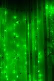 Ghirlanda luminosa principale con le luci verde su un fondo scuro Immagine Stock