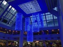 Ghirlande blu sul soffitto Immagini Stock