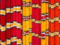Ghirlande dei fiori rossi e gialli Fotografia Stock Libera da Diritti