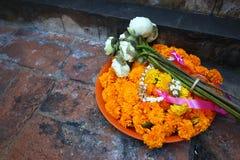 Ghirlande del fiore in un tempio Fotografia Stock