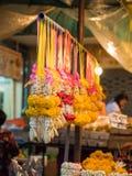 Ghirlande tailandesi nel mercato del fiore Fotografia Stock