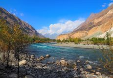 Ghizer River In Autumn, Ghizer Valley, Northern Pakistan. Beautiful Autumn Landscape Of Ghizer River Along Hindu Kush Mountain Range In Ghizer Valley, Northern Royalty Free Stock Photos
