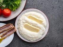 Ghomi di mamalica del cereale di Mengrelian con formaggio Alimento georgiano fotografia stock libera da diritti