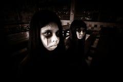 Ghost du meilleur ami deux pour toujours dans le bâtiment hanté Photographie stock libre de droits