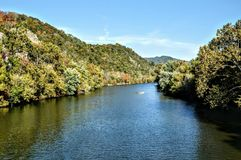 Giù il fiume fotografie stock libere da diritti