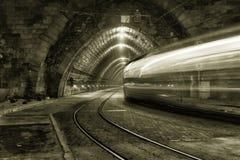 Giù il tunnel Immagine Stock