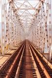 Giù la pista del treno Fotografie Stock