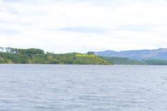 Gia Lai, Vietnam - 24 novembre 2018 : Région de touristes de Bien Ho, éco-tourisme avec le grand lac, forêt de pin autour, paysag photos libres de droits