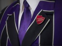 Giacca sportiva dei ragazzi di scuola con il distintivo di scuola di capitano della casa Immagine Stock Libera da Diritti