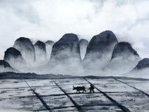 Giacimento cinese della montagna del paesaggio dell'acquerello con l'uomo dell'agricoltore e del bufalo nella campagna stile orie royalty illustrazione gratis