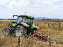 Giacimento del trattore immagine stock libera da diritti