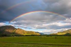 Giacimento della montagna dell'arcobaleno Immagini Stock Libere da Diritti
