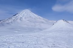 Giacimento dello sci e montagne della neve Fotografia Stock