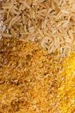 Giacimento detritico dei cereali del riso e del primo piano della semola di granturco Immagine Stock Libera da Diritti