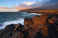 Giacimento di lava sulla costa dell'isola di Iturup Plateau di Yankito Fotografia Stock