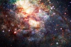 Giacimento e nebulosa di stella nello spazio profondo Elementi di questa immagine ammobiliati dalla NASA immagine stock