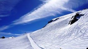 Giacimento Titlis delle montagne della neve dello sci Fotografia Stock